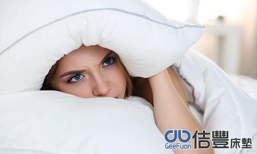枕頭該怎麼睡才不會脖子酸?(床墊健康睡眠知識)